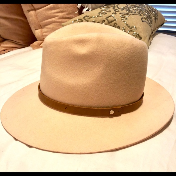 15d5ec220efe4 Rag and Bone light pink hat. M 5a804c113316279066f51f47